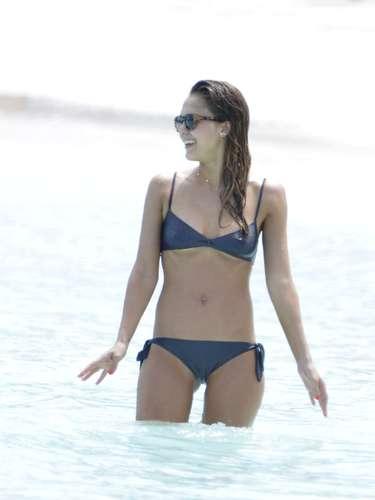 La sexy Jessica Alba nos sigue enamorando cada día puesto que la actriz no deja de sorprendernos debido a su cuerpazo después de tener dos hijas. ¡Hermosa!