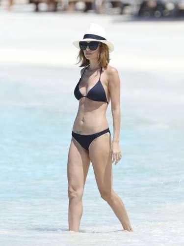 Nicole Richie también es otra de las famosas que a pesar de ser mamá luce increíble en bikini.