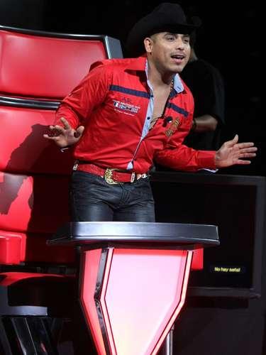 El carisma y talento del cantautor Espinoza Paz conquistaron a la audiencia durante su participación como coach de 'La Voz... México'.