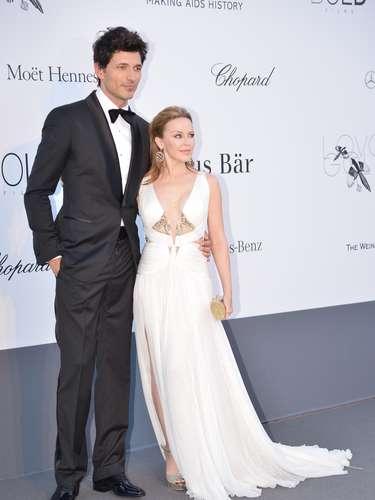 La cantante y ahora actriz australiana mide 4.9 pies pero es grande entre las grandes
