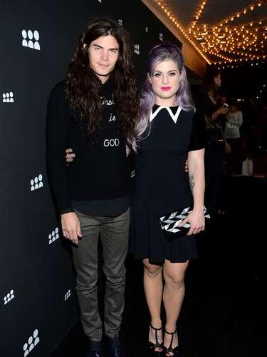 La hija de Ozzy tan sólo mide 5.1pies pero eso no le impide lucir los vestidos de alta costura los cuales modela súper bien