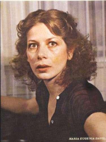 En el año 1976 María Eugenia Dávila y Álvaro Ruiz protagonizaron 'Manuelita Sáenz', la cual se convirtió en la primera telenovela no mexicana en ser presentada por la televisión azteca.