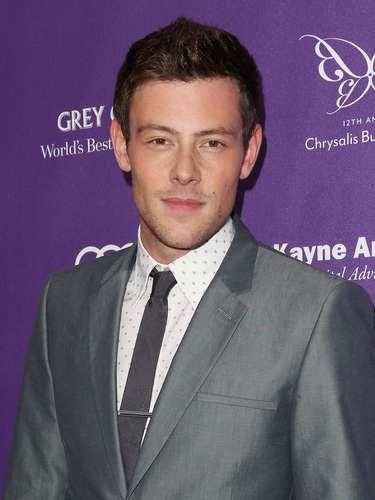 El actor Cory Monteith, quien interpreta a Finn Hudson en serie Glee, fue encontrado muerto en una habitación de un hotel de Vancouver en lo que se presume una sobredosis.Monteith pasó un tiempo en rehabilitación a principios de este año en un centro de tratamiento de adicciones a las drogas en abril.