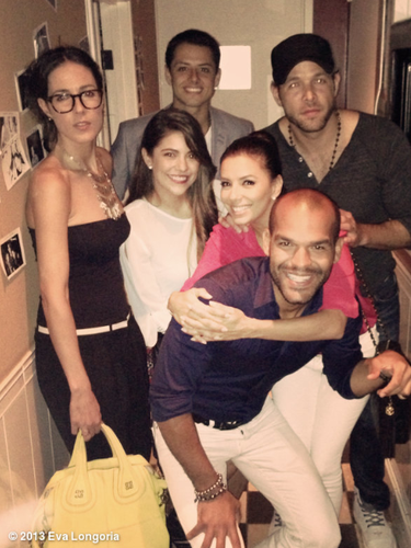 15 de Julio - Eva Longoria se la pasó de lo lindo rodeada de amigos y de su nuevo novio Ernesto Argüello. La actriz presumió la foto junto a Amaury Nolasco y Javier 'el chicharito' Hernández.