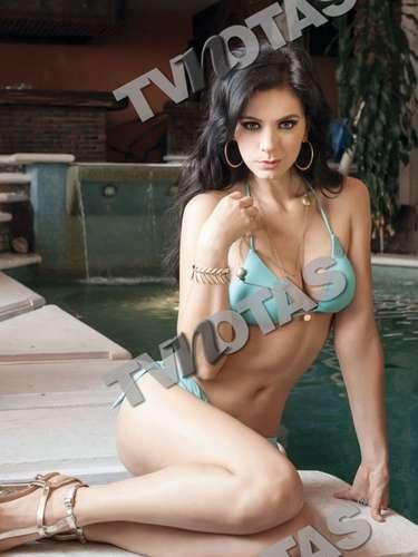 Las páginas centrales de la revista de espectáculos desbordan sensualidad con las fotos de Mariangela Meotti.