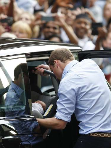 Antes de dejar el centro médico, donde hace 31 años nació el propio Guillermo, los duques agradecieron \