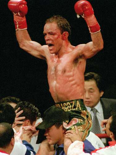 Otro gran peleador mexicano, Daniel Zaragoza, quien en una larga carrera tuvo un récord de 66 peleas, con 55 triunfos, 8 derrotas y tres empates. Sus grandes combates fueron con el norteamericano Paul Banke, fue cuatro veces campeón mundial y también está en el Salón de la Fama del boxeo.