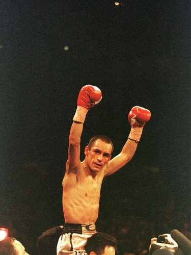 Ricardo 'Finito' López realizó 21 defensas en la división paja y dos más con el título de los minimoscas en su poder, avalado por la Federación Internacional de Boxeo. Ricardo ostentó además las diademas del CMB, AMB, OMB y FIB, los cuatro organismos más reconocidos del medio boxístico. Como profesional hizo 52 peleas, 51 de ellas ganadas (38 antes del límite) y un empate, jamás conoció la derrota y se fue como los grandes invictos en sus casi 18 años como profesional.