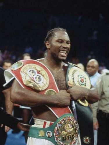 El británico Lennox Lewis es mundialmente reconocido como uno de los mejores pesos pesados de todos los tiempos. La revista The Ring lo colocó el número 53 de la lista de los mejores boxeadores históricos. De sus 44 peleas, ganó 41, 32 por nocaut, perdió 2 y empató 1. A pesar de su tamaño, era muy técnico.