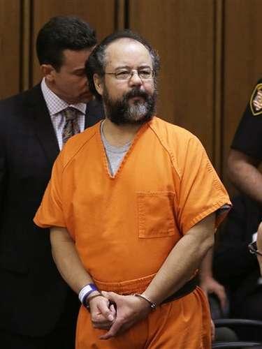 La fase de sentencia comenzó este jueves a Castro, quien confesó haber encerrado y violado a las tres mujeres en su casa de Cleveland. Trató de disculparse en el tribunal y el juez le dijo que podría tener la oportunidad de hablar más adelante.