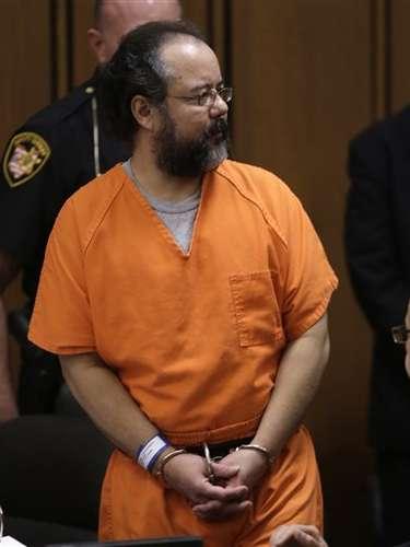 Luego de justificar su conducta, Castro no pudo contener las lágrimas y dijo estar arrepentido.\