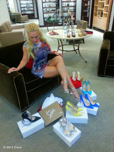 1 de Agosto - Coco nos sigue encantando con sus fotos y como era de esperarse esta vez no fue la excepción. La esposa de Ice T tuvo un 'Shoegasm' al ir de compras. ¿Alguien se ofrece para ser su asistente?