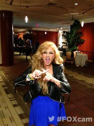 2 de Agosto - Paulina Rubio se da vuelo en las audiciones de 'The X Factor' donde es juez. 'La chica dorada' toma muy a pecho su papel que ya cambió su insignia de corazón que siempre hacía con las manos para ahora formar una 'X'.