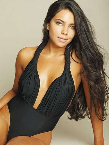 Jennifer Setti is an actress, model and TV presenter who is married to Oswaldo de Oliveira, the coach of Brazilian first division club Botafogo.