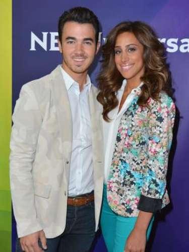 Kevin Jonas y su esposa Danielle están esperando su primer hijo, dijo un representante de los Jonas Brothers.  La pareja se casó en el 2009 y protagoniza el reality de E! \