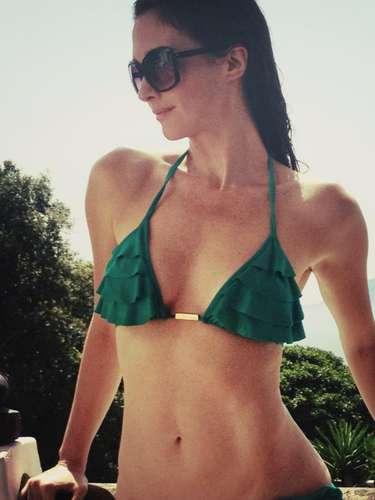 7 de Agosto -¡Ay Dios mío! Paz Vega nos manda besos desde el paraíso. La actriz española posa en este sexy bikini verde para deleitarnos la pupila. ¡Mamacita!
