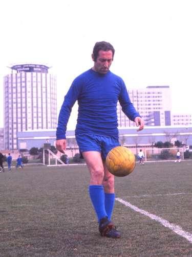 Gento es uno de los futbolistas españoles que más ha brillado en la historia, basta con mencionar que es el jugador con mayor número de títulos, con 12 ligas españolas y seis Copas de Europa. En 1964, formó parte de la selección española que ganó la primera Copa Europea de Naciones, la cual se disputó en territorio español.