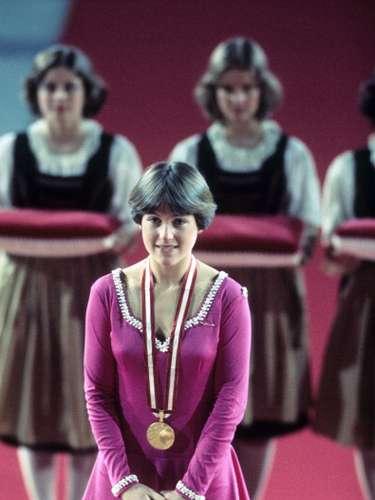 Dorothy Hamill, patinadora artística de Estados Unidos, brilló desde muy jovencita, a los 12 años obtuvo el título nacional de EE.UU. En los Juegos Olímpicos de Inssbruck de 1976 se llevó el oro en la modalidad de individual femenino. Su presea de oro tiene el mérito de haberla conseguido sin ejecutar un sólo salto triple.