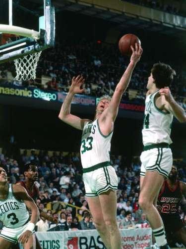 El baloncesto de la NBA ha arrojado grandes jugadores y sin duda Larry Bird es uno de los más brillantes. Desde 1980, cuando fue nombrado novato del año, demostró sus grandes cualidades. Fue nombrado nueve veces e el equipo All-Star de la NBA, además de ser tres veces elegido el MVP de la campaña. Los Celtics de Boston retiraron su número 33. Es la única persona en la historia dentro de la NBA en tener los títulos de Novato del Año, Jugador más Valioso, Entrenador y Ejecutivo del Año.