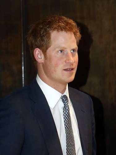 Ni los miembros de la realeza se escapan puesto que nuestro 'party boy', el Príncipe Harrytambién tiene su foto escandalosa...