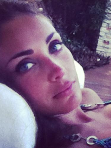 14 de Agosto - Anahí disfruta de la vida y ya que por el momento no está de promoción, la actriz/cantante/empresaria, etc, se relaja y descansa. ¿Será que está en Chiapas, México junto a su novio?