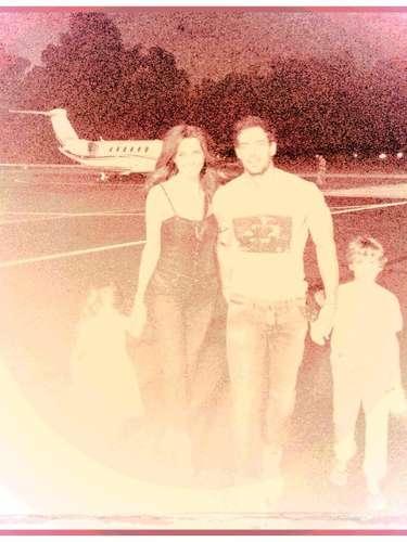 15 de Agosto - Elizabeth Gutiérrez tiene mucho qué presumir y así lo hizo cuando publicó esta foto al lado de su adorado y guapo William Levy y sus hijos.