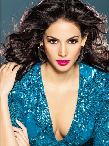 Miss Panamá - Carolina Brid. Tiene 22 años de edad, mide 1.81 m (5 ft 11 12 in). Procede de Ciudad de Panamá.