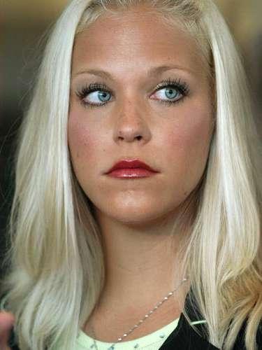 También Debra Lafave, estuvo en medio del escándalo luego de relacionarle sentimentalmente en 2005 con un niño de 14 años de edad. Ella en ese entonces tenía 24 años. Lafave daba clases en la Escuela Intermedia Greco, en Tampa, Florida. Su caso fue analizado por la fiscalía, con la que llegó a un acuerdo.