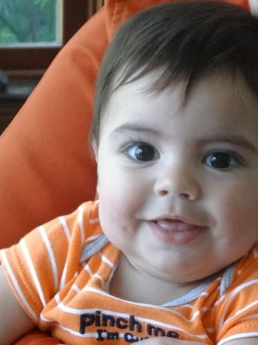 19 de Agosto - ¿Lo reconocen? ¡Sí, es Milan! Shakira no deja de publicar fotos de su amado bebé con el que se encuentra vacacionando en Francia en compañía de sus suegros.