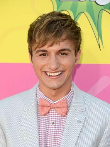 Lucas Cruikshank, estrella de Nickelodeon se declara gay a través de un video. El actor deFred tiene 19 años y dijo que su familia y amigos ya lo sabían desde hace tres años pero que era momento de decirlo en Internet.