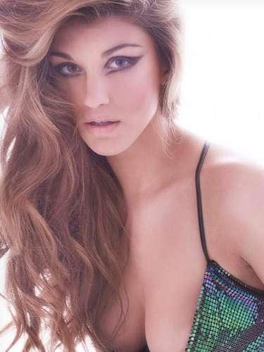 Miss Gran Bretaña - Amy Willerton, tiene 21 años de edad y mide 1.78 m (5 ft 10 in). Procede de Bristol.