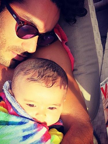 27 de Agosto - Aarón Díaz vive feliz al lado de su pequeña Erin a la que no deja en ningún momento