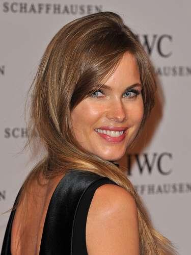 Helen Svedin (Esposa de Luís Figo): Esta hermosa modelo sueca es la esposa del ex delantero portugués, a quien conoció en 1996.