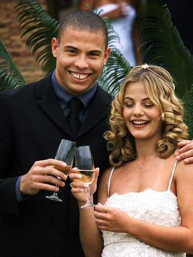 Además, fue internacional absoluta con la selección femenina de Brasil, con la que participó en la Copa Mundial de Estados Unidos de 2003. Estuvo casada con Ronaldo entre 1999 y 2003,y juntos tuvieron un hijo, Ronald.
