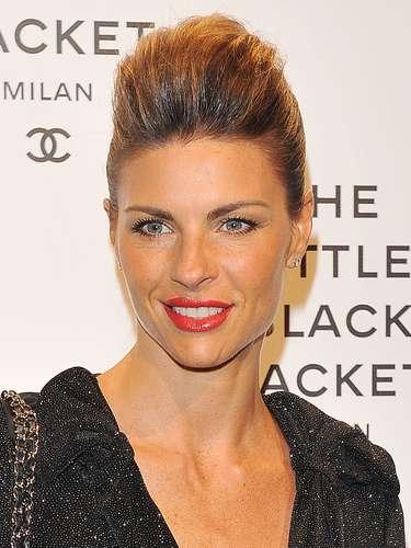 Martina Colombari (Esposa de Alessandro Costacurta): Esta bella actriz, modelo y presentadora de televisión italiana es la esposa del ex defensa italiano desde 2004.