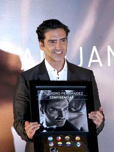 Agosto 28, 2013: El nuevo álbum de Alejandro Fernández está arrasando y adueñándose de la cima en varios lugares del globo, así lo reveló \