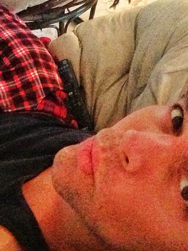 29 de Agosto - Ricky Martin nos saluda desde la comodidad de su cama antojándonos también a nosotros a levantarnos tarde