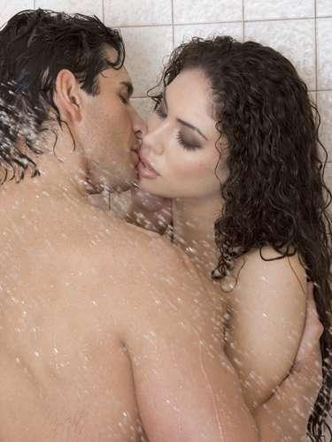 Cuarto de baño. Los espejos, pueden permitirte observar durante el sexo hecho que calienta aún más el clima. Y hay opciones, como por ejemplo en la ducha o en el baño, en función de la posición que más les gusta.
