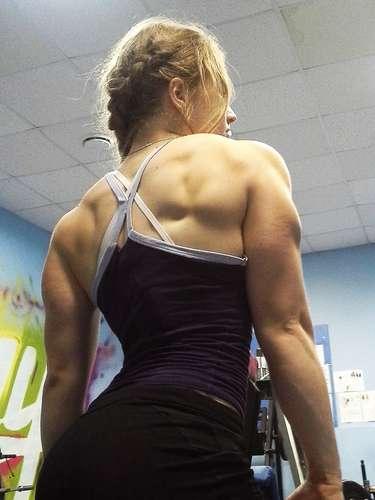 Yulia Viktorovna Vins es una joven rusa de tan solo 17 años que ha se ha vuelto famosa por su bellísimo rostro y su musculoso cuerpo.