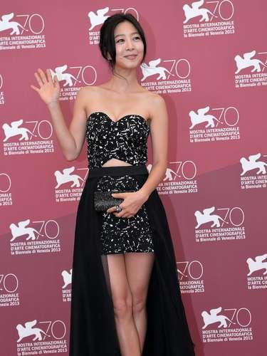 La actriz surcoreana Lee Eun-Woo, durante el pase de su filmeMoebius, del maestro de cine asiático Kim Ki-Duk; una cinta que contiene escenas de incesto y mutilaciones y fue censurada en su país.