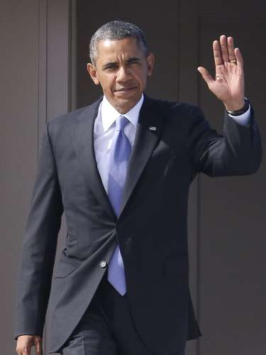 U.S. President Barack Obama waves as he arrives to take part in the G20 Summit in St. Petersburg September 5, 2013.  REUTERS/Alexander Demianchuk (RUSSIA - Tags: POLITICS BUSINESS)