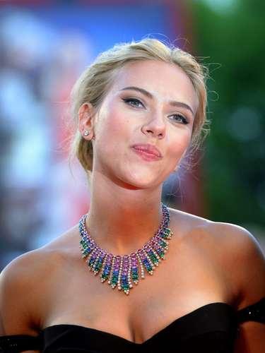 La actriz norteamericana Scarlett Johansson no dejó de brillar en todo el evento.