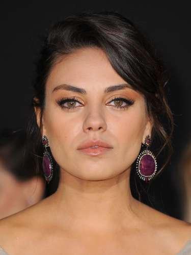 Es un hecho, gracias a celebrities como Mila Kunis descubrimos que ni las famosas son tan ideales, ni el resto de mortales estamos tan mal