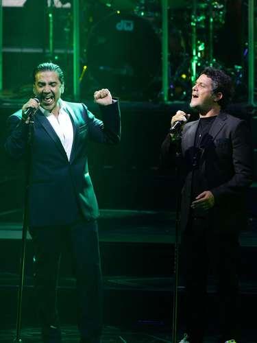 """La actuación conjuntade estas grandes estrellas de la música latinaprovocó la emoción de los presentes que pedían al unísono """"otra, otra, otra""""."""