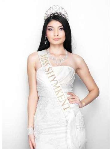Ella se prepara intensamente para lograr la primera corona en este importante certamen de belleza para su país.