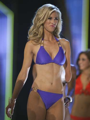 Miss Iowa, Nicole Kelly, is seen on stage during the bathing suit portion of the preliminary round of the Miss America pageant in Atlantic City, New Jersey, September 10, 2013. Miss America will be crowned during the final ceremony on Sunday, September 15. Kelly was born missing half of her left arm.    REUTERS/Carlo Allegri  (UNITED STATES - Tags: ENTERTAINMENT SOCIETY)