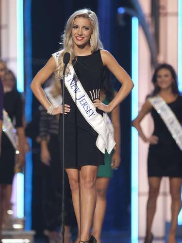 Miss America 2014 contestant, Miss New Jersey Cara McCollum during the Miss America Pageant in Atlantic City, New Jersey, September 10, 2013. Miss America will be crowned during the final ceremony on Sunday, September 15.    REUTERS/Carlo Allegri  (UNITED STATES - Tags: ENTERTAINMENT)