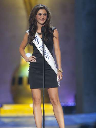 Miss America 2014 contestant, Miss Illinois Brittany Smith competes in a preliminary round during the Miss America Pageant in Atlantic City, New Jersey, September 10, 2013. Miss America will be crowned during the final ceremony on Sunday, September 15.    REUTERS/Carlo Allegri  (UNITED STATES - Tags: ENTERTAINMENT)