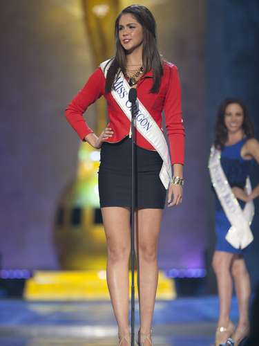 Miss America 2014 contestant, Miss Oregon Allison Cook competes in a preliminary round during the Miss America Pageant in Atlantic City, New Jersey, September 10, 2013. Miss America will be crowned during the final ceremony on Sunday, September 15.    REUTERS/Carlo Allegri  (UNITED STATES - Tags: ENTERTAINMENT)