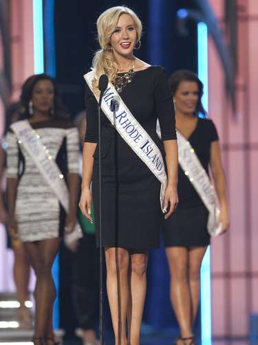 Miss America 2014 contestant, Miss Rhode Island Jessica Marfeo, competes in a preliminary round during the Miss America Pageant in Atlantic City, New Jersey, September 10, 2013. Miss America will be crowned during the final ceremony on Sunday, September 15.    REUTERS/Carlo Allegri  (UNITED STATES - Tags: ENTERTAINMENT)